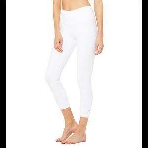 NWOT ALO Yoga high-waisted airbrush Capri leggings